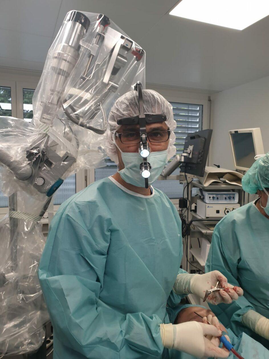 Komfort bei den Operationen, OP Stirnlampe